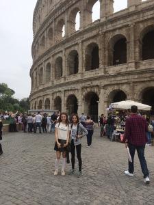 Collesium'un önünde ben ve kardeşim Mine